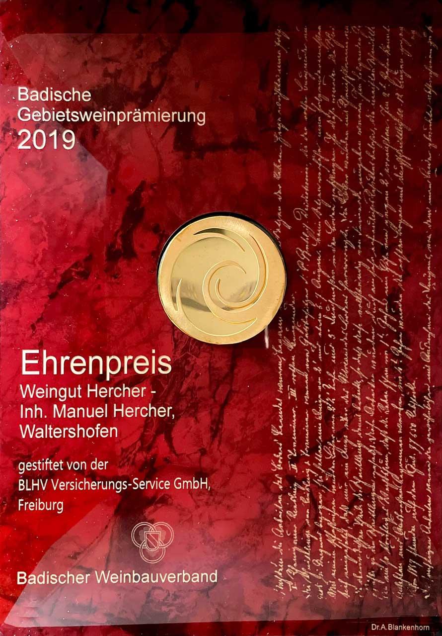 foto-Ehrenpreis-Urkunde-2019-Weingut-Hercher