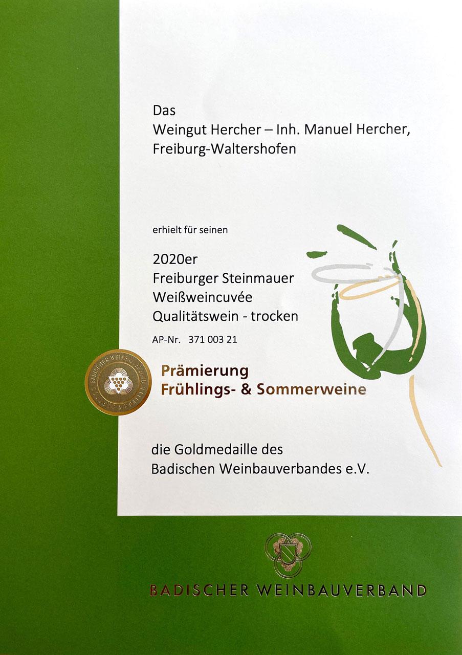 foto-Fruehling-Sommerweine-Gold-Urkunde-2020-Weingut-Hercher